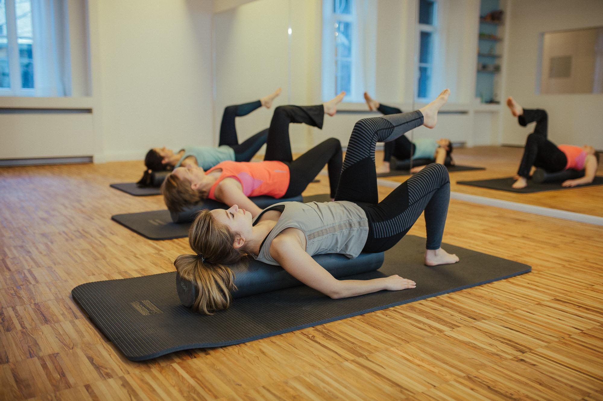 Pilates Kurs mit Pilatesrolle